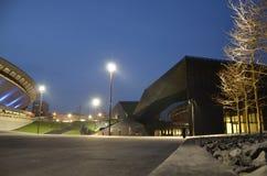 Городской пейзаж Катовице на ноче против покрытой предпосылки зима снежка Силезии области Польши льда флоры сценарная Стоковое Фото