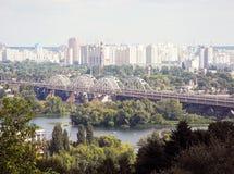 Городской пейзаж Киева и реки Dnieper Стоковые Изображения