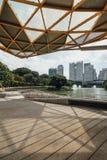 Городской пейзаж которое осматривает от павильона сада в садах ` s Perdana Куалаа-Лумпур ботанических в Jalan Tembusu, Малайзии Стоковое фото RF
