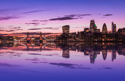 Городской пейзаж Лондона во время захода солнца Стоковые Фото