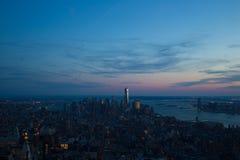 Городской пейзаж Манхаттана (Нью-Йорка) на заходе солнца Стоковые Изображения RF