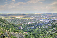 Городской пейзаж над городом от местообитания Karandila, Болгарией Sliven Стоковые Фото