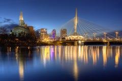 Городской пейзаж ночи Виннипега Стоковые Фотографии RF
