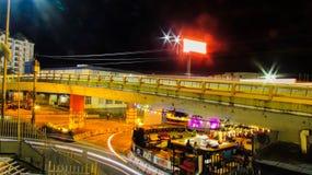 Городской пейзаж ночи мостов Стоковые Фото