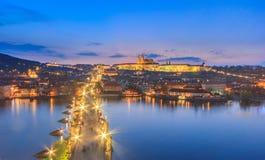 Городской пейзаж ночи Праги стоковое фото