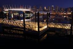 Городской пейзаж ночи False Creek стоковое фото rf