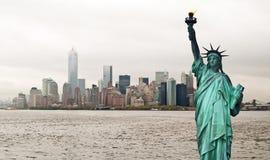 Городской пейзаж Нью-Йорка и статуя свободы, США Стоковое Фото