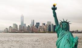 Городской пейзаж Нью-Йорка и статуя свободы, США Стоковая Фотография