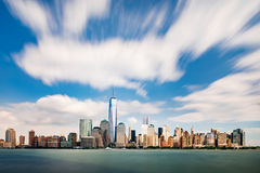 Городской пейзаж Нью-Йорка как осмотрено от Нью-Джерси стоковое изображение rf