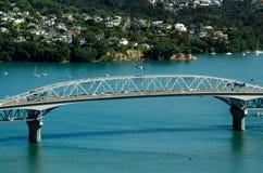 Городской пейзаж Окленда - мост гавани Стоковые Изображения
