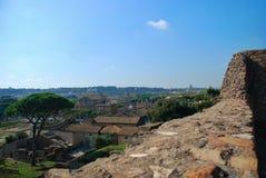 Городской пейзаж от высоты, крыши красных плиток Стоковое Изображение RF