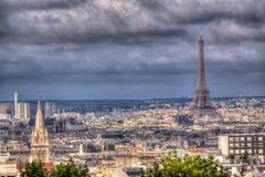Городской пейзаж Парижа с Эйфелеваа башней Стоковые Изображения