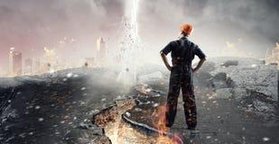 Городской пейзаж просмотра человека инженера Мультимедиа Стоковое Изображение