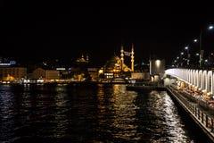 Городской пейзаж Стамбула на ноче Стоковые Изображения
