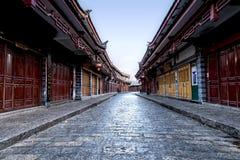 Городской пейзаж старой улицы Lijiang, Юньнань, Китая Стоковые Изображения