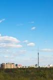 Городской пейзаж с башней ТВ и городской парк в Москве Стоковые Изображения