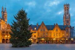 Городской пейзаж с квадратом Burg рождества в Брюгге Стоковое Изображение RF