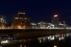 Городской пейзаж с отражениями воды Стоковое Изображение