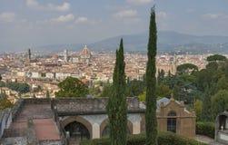 Городской пейзаж Флоренса от delle Porte Sante кладбища Стоковая Фотография