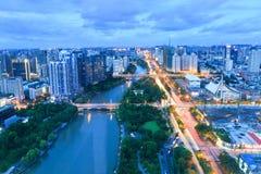 Городской пейзаж Ханчжоу красивый в вечере стоковое фото