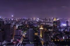 Городской пейзаж для взгляда ночи от крыши Стоковое фото RF
