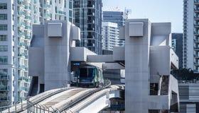 Городской поезд Майами в Brickle Стоковые Изображения