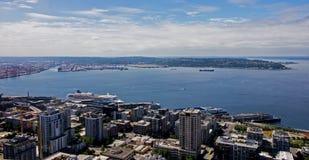 Городской Сиэтл с гаванью в штате Вашингтоне США Стоковое Изображение