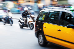 Городской транспорт в Барселоне в нерезкости движения Стоковое Изображение