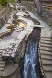 Городской центр пропуска потока горячего источника пропуская Arima Onsen в Kita-ku, Кобе, Японии Стоковое Изображение RF