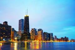 Городской Чикаго, IL на заходе солнца Стоковые Изображения