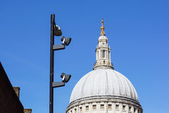 Городской штендер делать максимум на голубом небе на городе Лондона Стоковое Фото