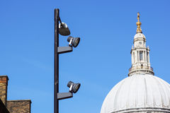 Городской штендер делать максимум на голубом небе на городе Лондона Стоковые Изображения RF