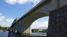 Городской Chattanooga Теннесси под мостом Стоковое Изображение