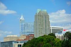 Городской Raleigh, горизонт здания метро Северной Каролины стоковые фото