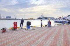 Город Сочи Морской порт Рыболовы Стоковая Фотография