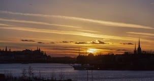Город Стокгольма, заход солнца Швеции под промежутком времени Beckholmen воды акции видеоматериалы