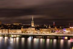 Город Стокгольма к ноча Стоковое Изображение