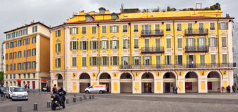 Город славного - архитектура места Garibaldi в Vieille Ville Стоковые Изображения RF