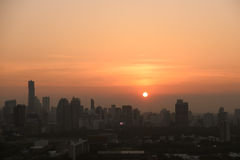 Город с заходом солнца на Бангкоке в Таиланде Стоковое Фото