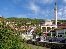 Город с известным ориентир ориентиром, мечеть Prizren старый паши Sinan, Косово стоковая фотография