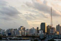 Город с поляком сигнала Стоковое Изображение RF