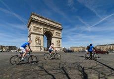 Город Триумфальной Арки Парижа Стоковое Изображение