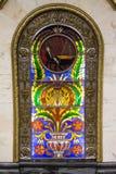 город центра предпосылки зоны конструирует станцию покупкы moscow России металла kiev фонтана там которая Цветное стекло на станц Стоковые Фото
