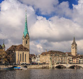Город Цюриха на пасмурный день в последней осени Стоковая Фотография RF