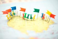 Город штыря флагов страны карты мира отмеченный прицельный Стоковое Изображение