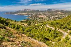 Город Cassis и окружающая природа - Cassis, Франция стоковые изображения rf