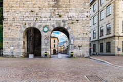Город Como, исторический центр, озеро Como, северная Италия Средневековая башня, вызванная Porta Torre и живописным через ¹ Cantà Стоковое фото RF