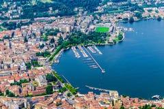 Город Como, озеро Como, Италия Вид с воздуха Como и своего берега озера на красивый летний день Стоковые Фотографии RF
