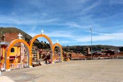 Город Copacabana на озере Titicaca стоковое изображение rf