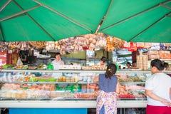 Город HOJIMIN, Вьетнам 17-ое марта:: Уличный рынок на городе Hojimin дальше Стоковое Изображение RF
